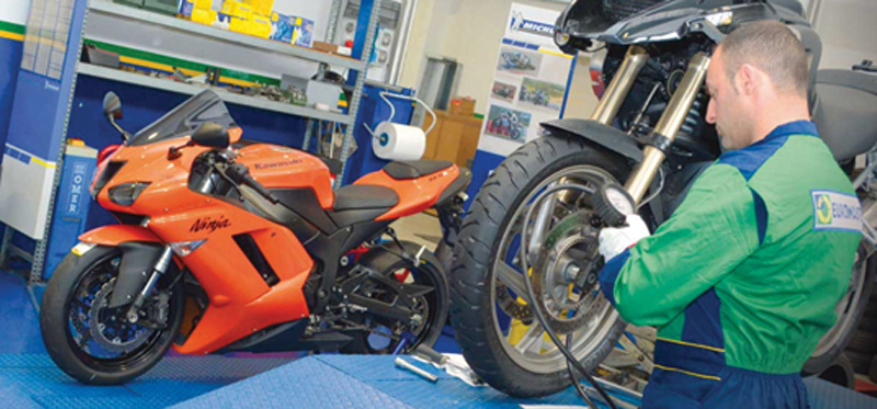 Montaggio pneumatici moto